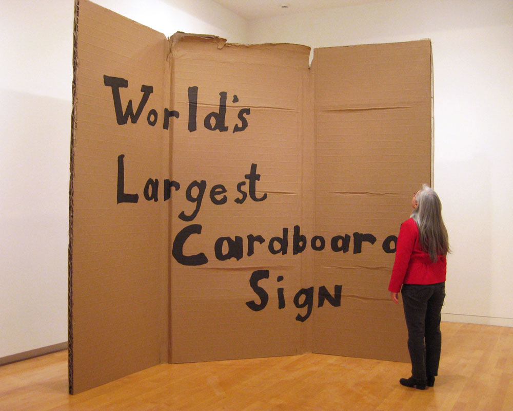 Alejandro_diaz_world_s_largest_cardboard_sign