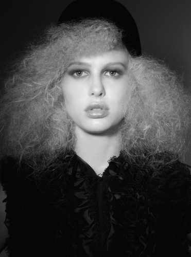 Beauty_frizzy_hair_editorial_b_w_lores